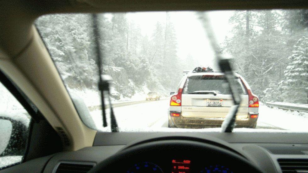 winter-driving-vilalge